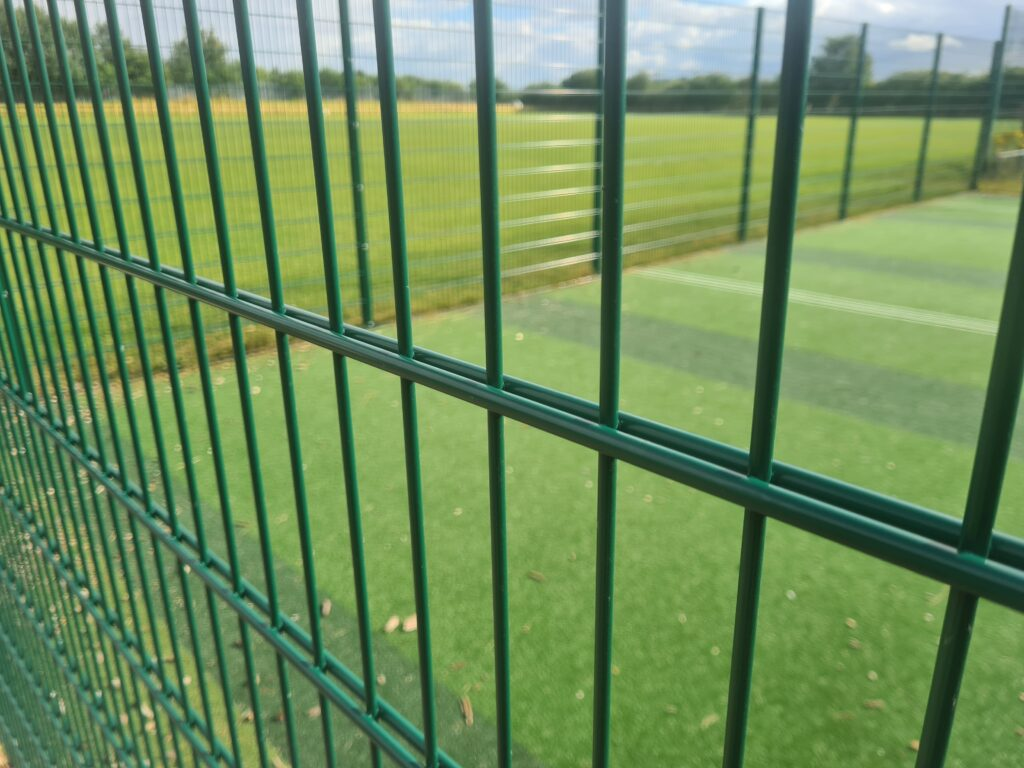 Thick twin wire security fencing